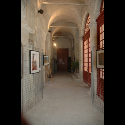 Couloir principal de l'Ecole d'Avignon, Maison du Roi René.